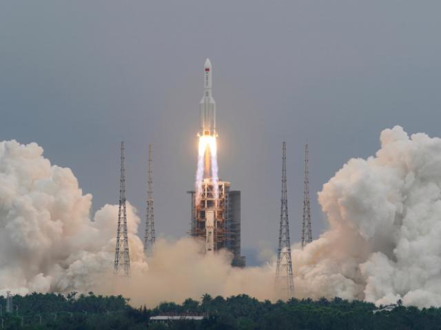 Tên lửa khổng lồ nặng 22 tấn của TQ rơi: NASA lên tiếng chỉ trích