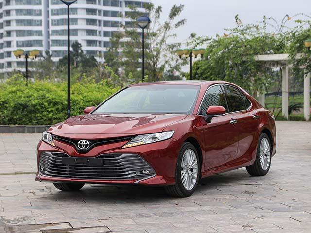 Giá xe Toyota Camry lăn bánh tháng 5/2021