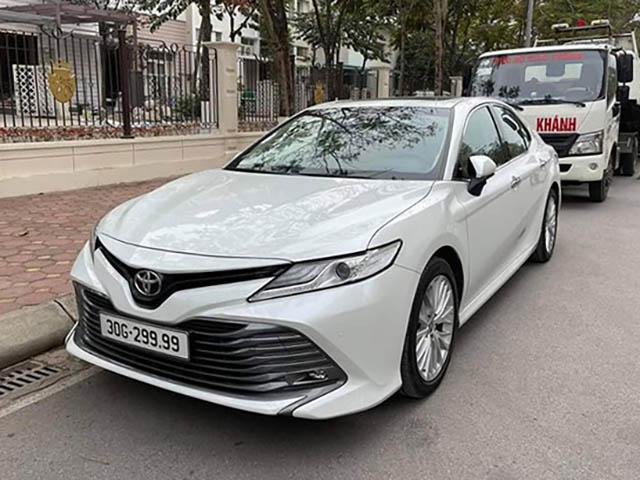 Toyota Camry mang biển tứ quý 9 được rao bán gấp đôi giá mới mua