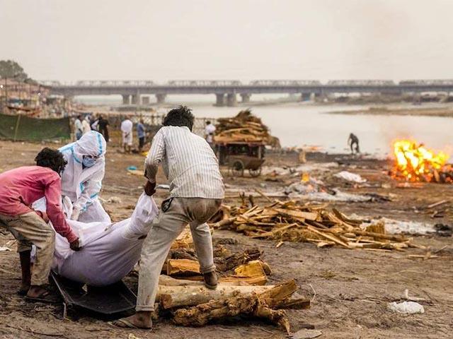 NÓNG nhất tuần: Cảnh buồn trên sông Hằng