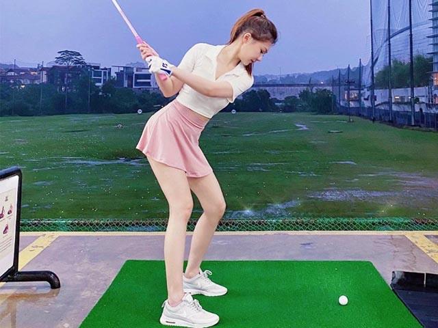 Môn đặc biệt giữ đường cong của người đẹp sân golf
