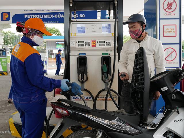 Giá dầu hôm nay 30/5: Đón nhận hàng loạt thông tin tích cực, giá dầu thô liên tục tăng