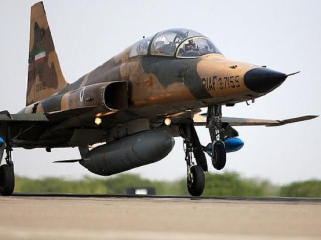 Iran: Ngồi trong máy bay đang đậu trong kho, hai phi công thiệt mạng