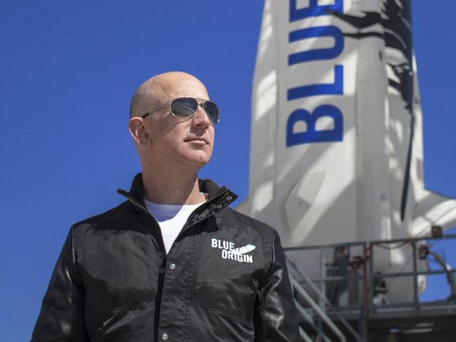 Tỷ phú giàu nhất hành tinh đánh cược mạng sống trong hành trình rời Trái đất?