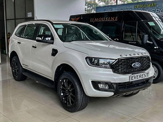 Ford Everest ưu đãi giảm giá 60 triệu đồng thu hút người mua