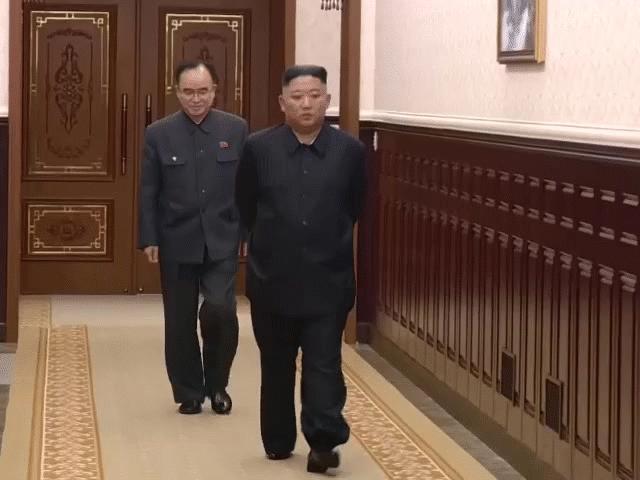 """NÓNG nhất tuần: Ông Kim Jong-un bất ngờ giảm cân sau 1 tháng """"ở ẩn"""""""