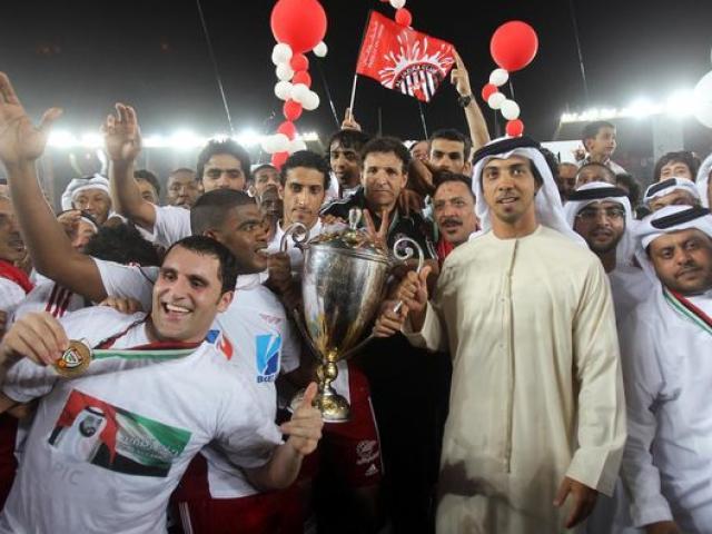 Khối tài sản khổng lồ của hoàng tử UAE siêu giàu đổ tiền tấn vào bóng đá