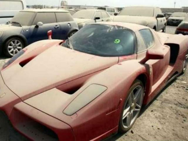 Vì sao mỗi năm hàng ngàn siêu xe bị bỏ rơi trông như rác ở Dubai?