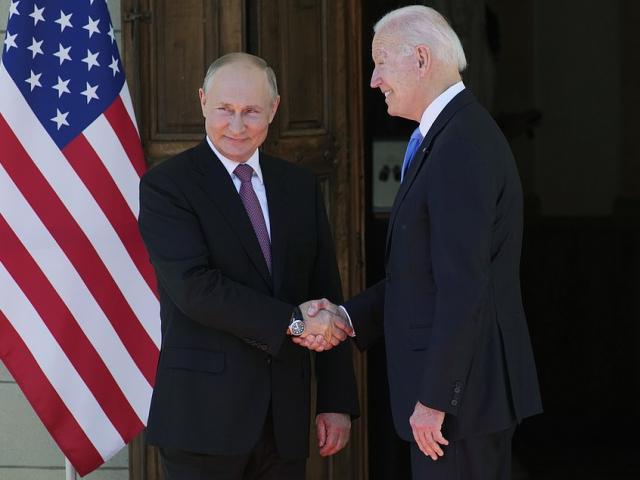 Phản ứng lạ của ông Biden khi được hỏi về ông Putin, Nhà Trắng vội đính chính