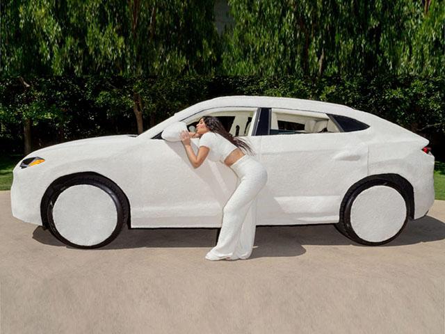 """Lạ lùng với Lamborghini Urus """"bọc lông"""" của cô Kim siêu vòng ba"""