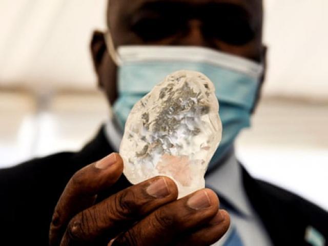 Đào được viên kim cương khổng lồ lớn thứ ba thế giới