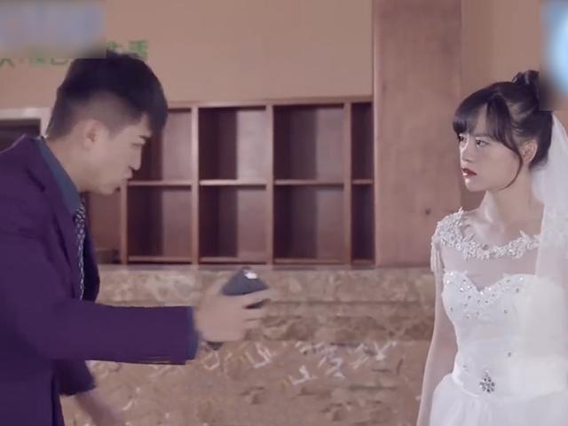 """Chàng trai trách móc người yêu cũ """"vô tình"""" trong ngày cưới của mình"""