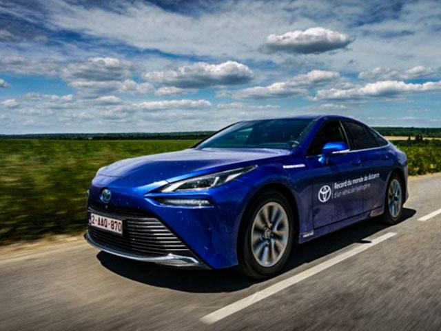 Xe xanh Toyota Mirai thiết lập kỷ lục mới với pin nhiên nhiên liệu Hydro