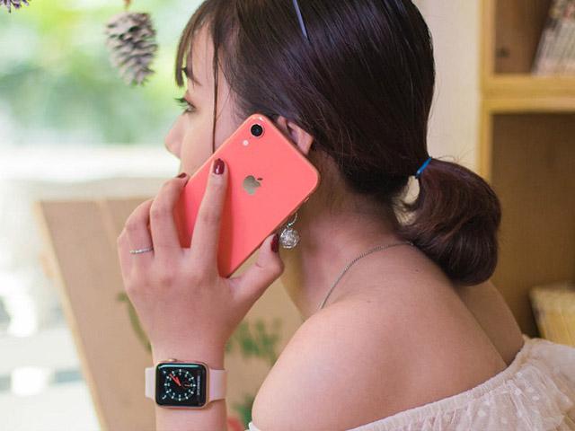 """Hơn 11 triệu nên chọn iPhone """"nhiều màu"""" hay Samsung """"nhiều tính năng""""?"""
