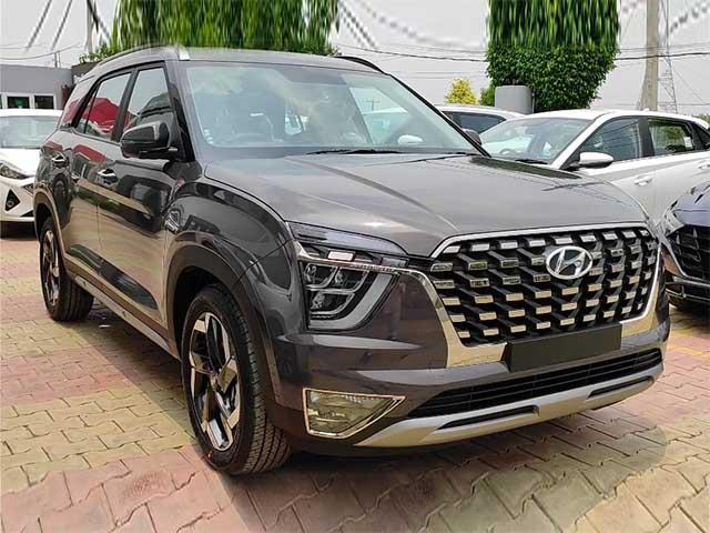 Cận cảnh Hyundai Alcazar tại đại lý, giá quy đổi từ 506 triệu đồng