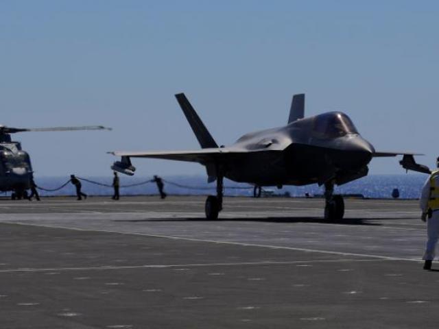 Lần đầu tiên chiến đấu cơ Mỹ tham chiến từ chiến hạm nước ngoài sau gần 80 năm
