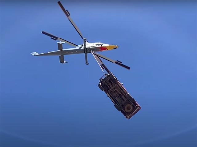 Thả rơi Toyota Hilux từ độ cao hơn 3.000 mét và cái kết