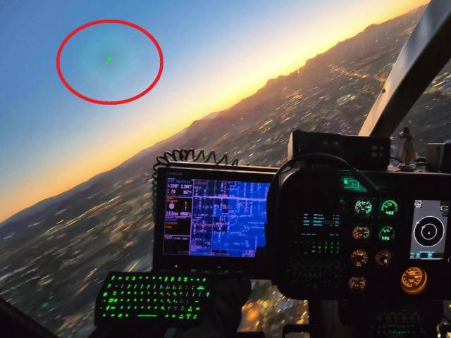"""FBI: UFO """"nguy hiểm"""" xâm nhập căn cứ không quân, bị truy đuổi thì biến mất ở độ cao 4 km"""