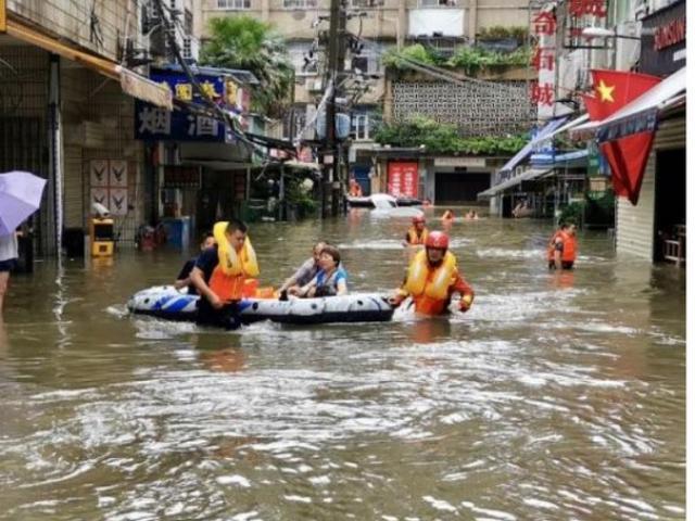 Hai lý do khiến Trung Quốc trải qua mưa lũ bất thường suốt hơn 30 ngày liên tiếp