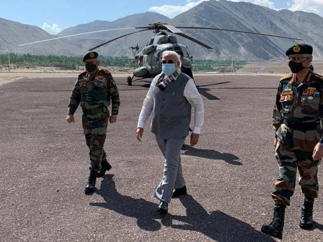 5 điểm đáng chú ý khi Thủ tướng Ấn Độ bất ngờ bay ra khu vực biên giới tranh chấp với TQ