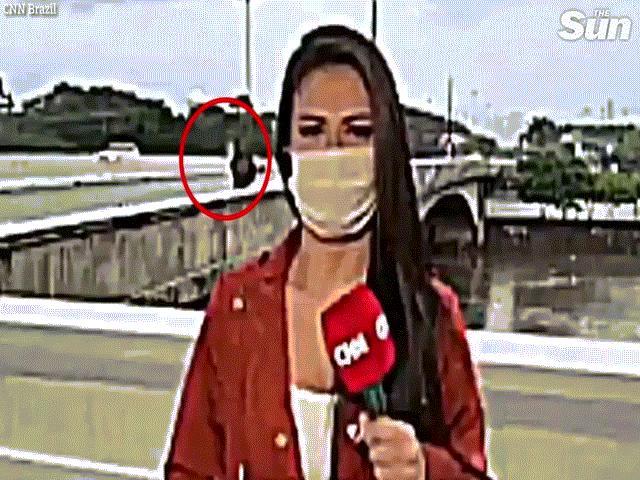 Nữ phóng viên xinh đẹp bị cướp dùng dao uy hiếp khi đang quay trực tiếp