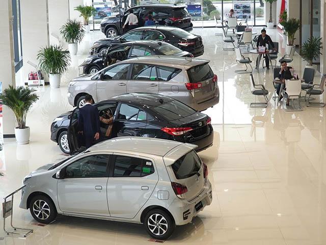 Giảm lệ phí trước bạ 50%, nhưng đại lý lại cắt ưu đãi, giá xe tăng trở lại