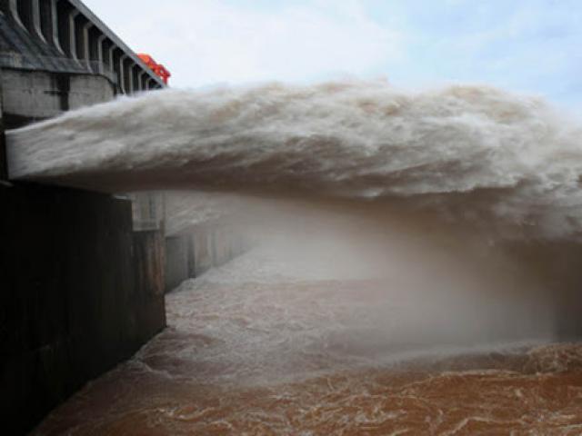 TQ: 4 thành phố dọc sông Dương Tử phát cảnh báo cao nhất, nguy cơ ngập trong nước