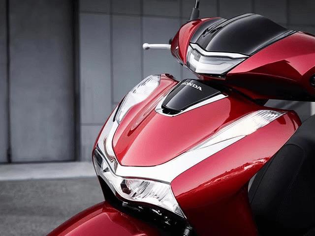 """Honda SH 2020 vs Piaggio Medley 2020: Đâu mới là """"vua"""" xe tay ga trong tầm giá 100 triệu"""
