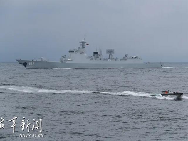 """Điều tàu khu trục mới toanh tập trận rầm rộ gần Đài Loan, Trung Quốc cảnh báo """"rắn"""""""