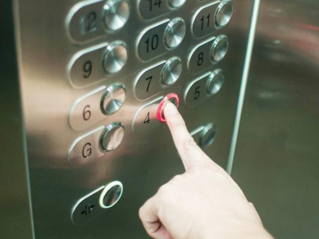 Trung Quốc: 60 giây đi thang máy, lây nhiễm Covid-19 cho 71 người?