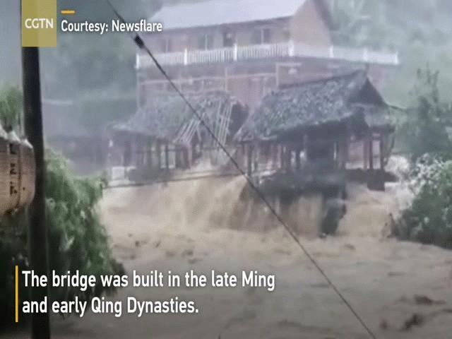 """Đón tin tốt về lũ lụt sông Dương Tử, người TQ vẫn không thể """"ăn ngon ngủ yên"""""""