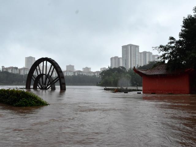 Mưa lũ lớn hướng lên phía bắc Trung Quốc, đe dọa sông Hoàng Hà