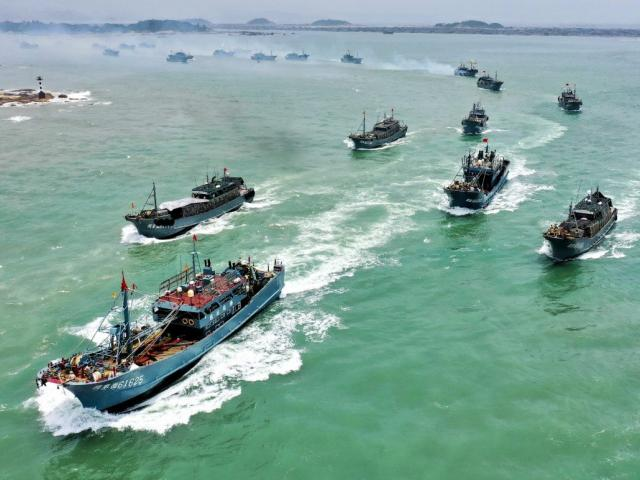 Đội tàu TQ đông chưa từng thấy gần quần đảo Ecuador: Cấm đánh bắt trong 3 tháng