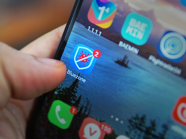 Hơn 4,75 triệu lượt tải ứng dụng khẩu trang điện tử Bluezone, bạn đã cài chưa?
