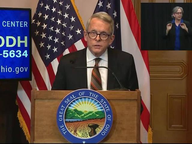 Thống đốc bang Mỹ: Covid-19 lây lan nhanh như cháy rừng