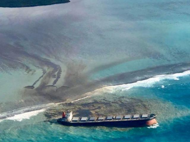 4.000 tấn dầu tràn ra biển, quốc gia ở Ấn Độ Dương tuyên bố khẩn cấp