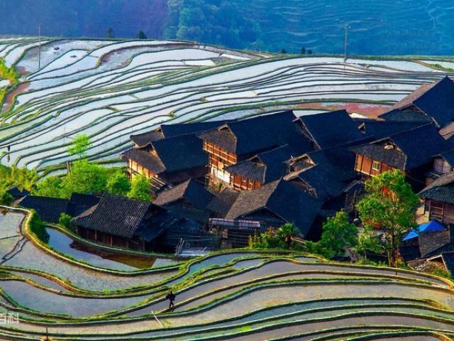 """""""Thiên đường trên núi"""" đẹp nhất Trung Quốc"""