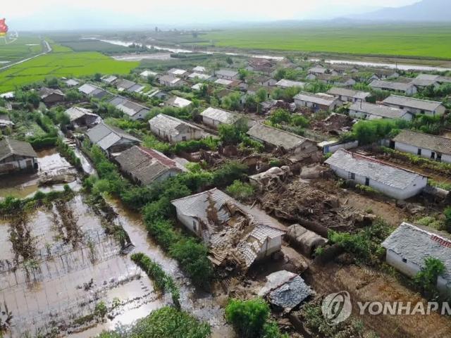 """Thiệt hại nặng do mưa lũ lịch sử, vì sao Triều Tiên vẫn """"lo ngại"""" nhận viện trợ nước ngoài?"""