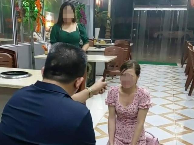 Công an xác minh thông tin cô gái quỳ gối xin lỗi trong quán nhắng nướng