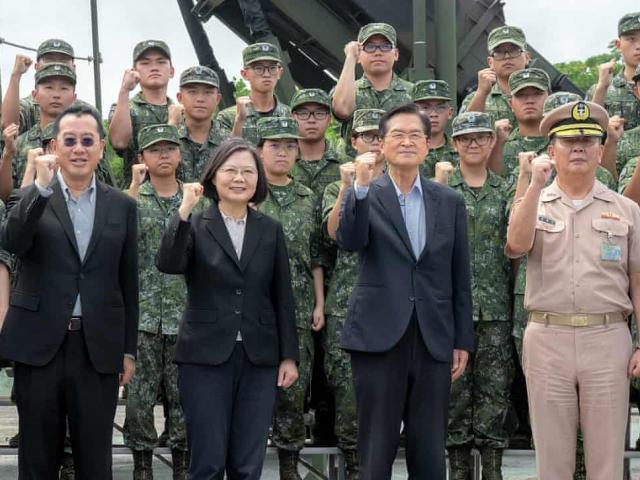 """Đài Loan """"cầu cứu"""" quốc tế vì lo sợ """"nguy cơ chiến tranh"""""""