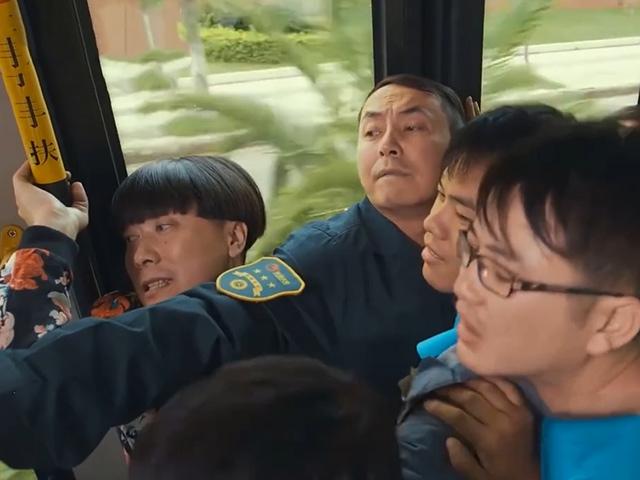Hoang mang khi có mặt trên chuyến xe buýt định mệnh