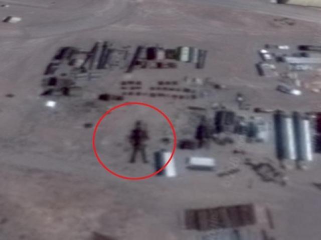 """Thợ săn UFO tuyên bố tìm thấy người ngoài hành tinh """"cao 16m"""" ở vùng tuyệt mật Area 51"""