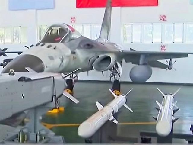 Đài Loan phô diễn tên lửa có thể tấn công Trung Quốc