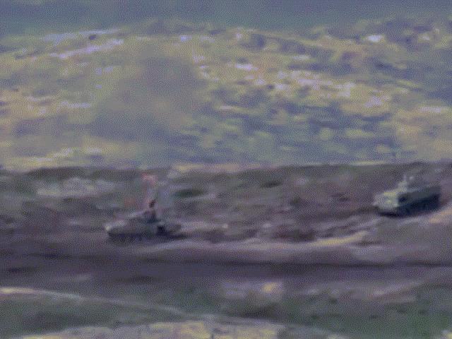 Giao tranh ác liệt giữa Azerbaijan và Armenia: Cận cảnh bắn xe tăng bốc cháy dữ dội