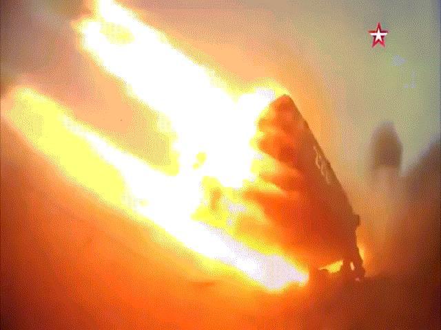 "Chiến sự Armenia và Azerbaijan: Giao tranh suốt đêm, ""hỏa thần"" TOS-1A tham chiến"
