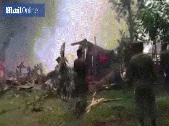 Hiện trường vụ máy bay quân sự Philippines rơi vỡ tan, gần 100 người thương vong