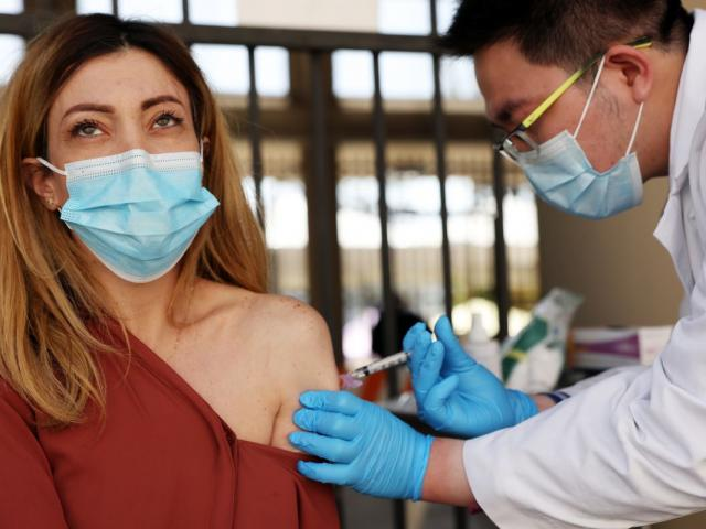 Pfizer nói gì về thông tin vaccine bị giảm hiệu quả trước biến thế Covid-19?