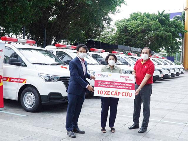 Tập đoàn Sovico trao tặng 10 xe cứu thương cho Sở Y tế TP.HCM