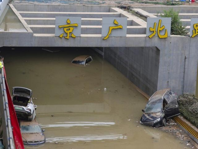 """TQ: Thảm kịch có thể lộ ra khi hút hết nước dưới đường hầm sau trận mưa """"nghìn năm có một"""""""
