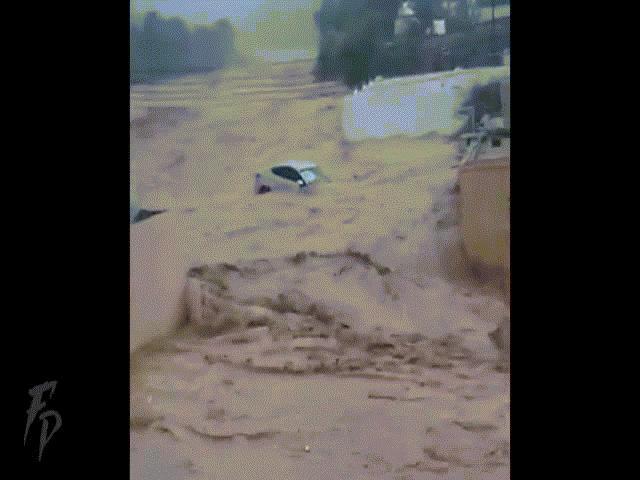 Quốc gia hứng chịu mưa lũ lớn nhất 40 năm, ít nhất 125 người chết